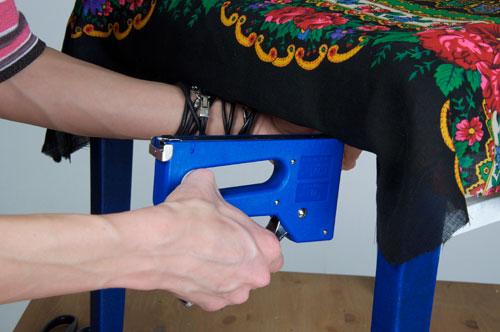 Как перетянуть табуретку своими руками 20