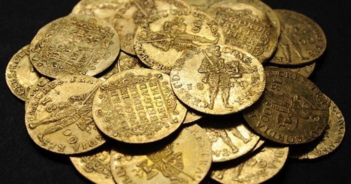 В азербайджане найден клад золотых монет.